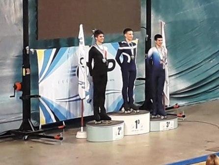 Patinaje Artístico - Leonel Salas Kent subcampeón nacional junior.