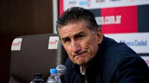 Al técnico Bauza le preocupa la falta de fútbol en el Manchester del arquero de la selección Sergio Romero.
