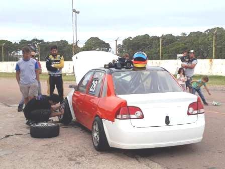 TN Clase 2 - Fernando Gomez Fredes probó su Chevrolet Classic en el autódromo local.