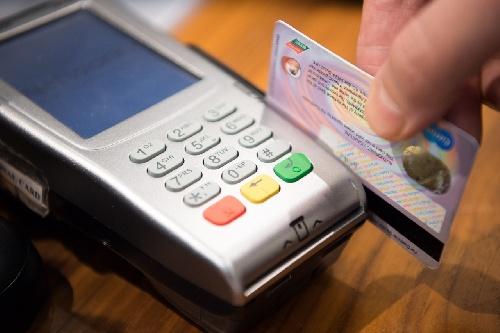 Fallo Judicial ordena a bancos devolver un cargo cobrado por años a usuarios de tarjetas de crédito