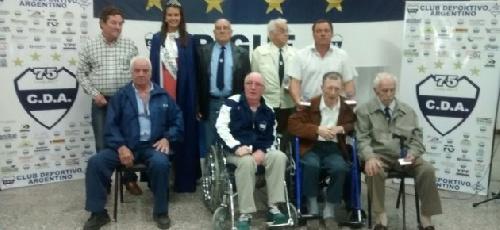 Deportivo Argentino: reconocimiento a fundadores y directivos en los actos del 75 aniversario