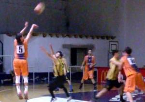 Basquet Bahiense - Con 4 puntos de Martín Cleppe, Barracas batió a Olimpo.