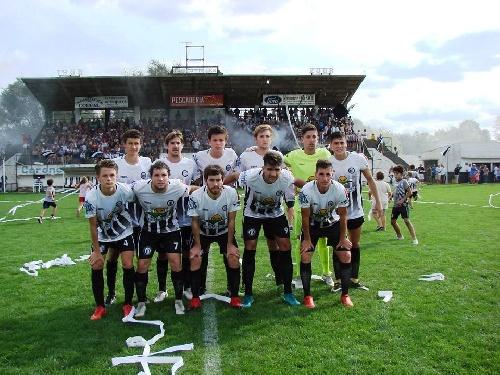 Contra todos los pronósticos Deportivo venció a Blanco y Negro en el clásico suarense.