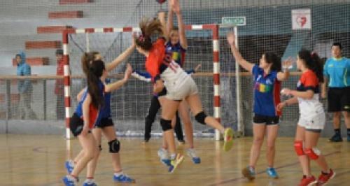 Inician su participación en el torneo de handball equipos del CEF 83