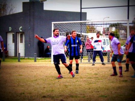 Fútbol Amateur - En el Parque Municipal se juegan amistosos previos a los torneos.