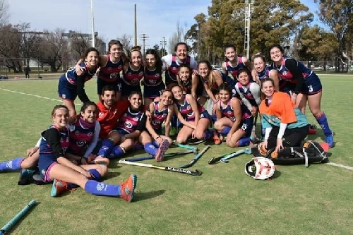 Hockey Femenino - El Cef 83 Sub 14 batió a su similar de Independiente.