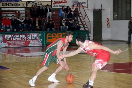 Basquet Tresarroyense - Deportivo Sarmiento derrotó a Huracán de Tres Arroyos.