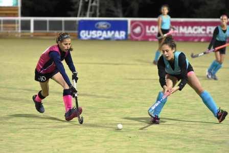 Hockey Femenino - El Sub 14 de la Federación cayó ante Uruguay.