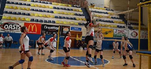 Voley Femenino - Club Sarmiento, una victoria y una derrota en Club Estrella de Bahía Blanca.