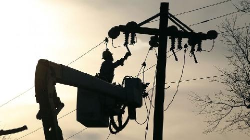 El juez de la cautelar dice que las cooperativas que distribuyen luz en la provincia de Buenos Aires  deberían suspender también los aumentos.