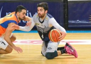 Basquet Bahiense - Ocho puntos de Martín Cleppe para el triunfo del Albo ante San Lorenzo.