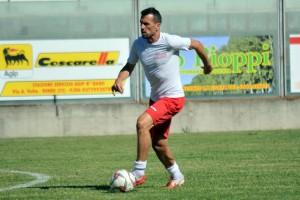 Calcio Serie E - Triunfo del Isola con la presencia de Ginobili ante el Luzzese.