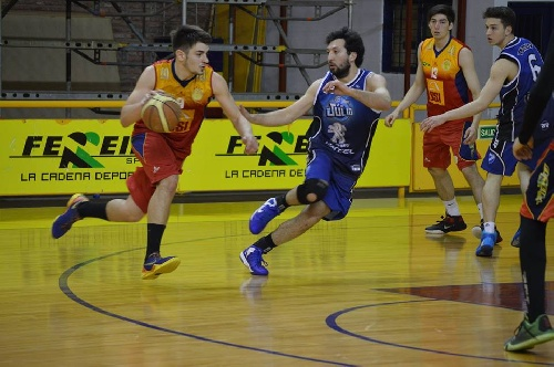 Basquet Bahiense - Triunfo de Bahiense del Norte con 12 puntos de Esteban Silva.