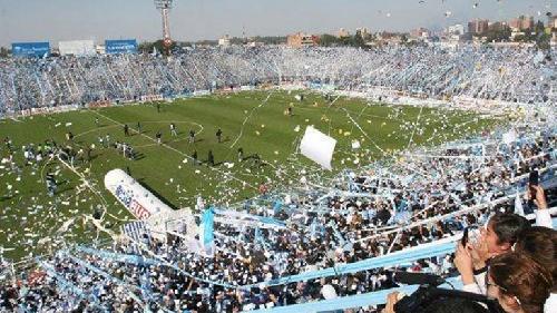 AFA - 1ra División - Por las bengalas y 8 mil hinchas de mas clausuran el estadio de Atlético Tucumán.