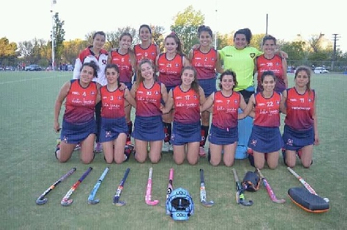 Hockey Femenino - 1ra División - Peñarol y el Cef 83 finalistas de los play off.