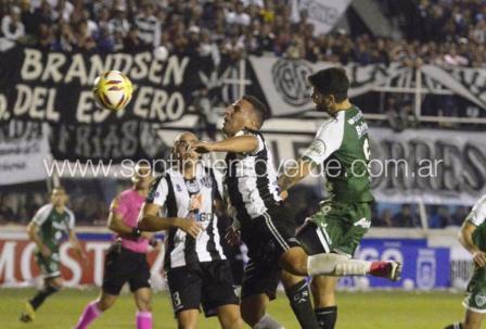 Nacional B - Central Córdoba de Santiago y Sarmiento empataron el partido de ida.