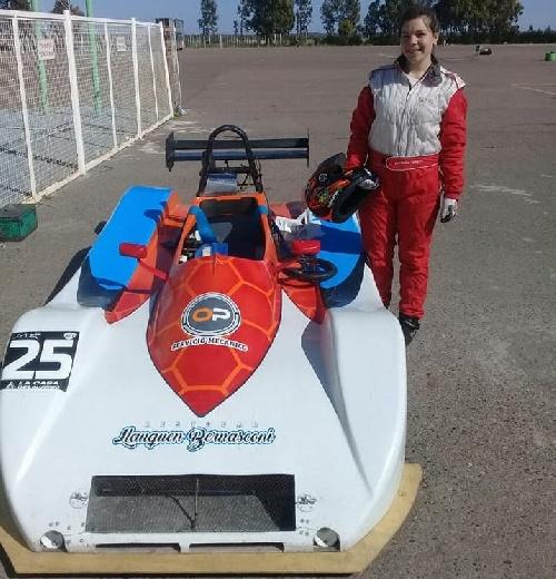 La pìguense Antonella Franz al volante de un Sport Prototipo en el autódromo de La Plata