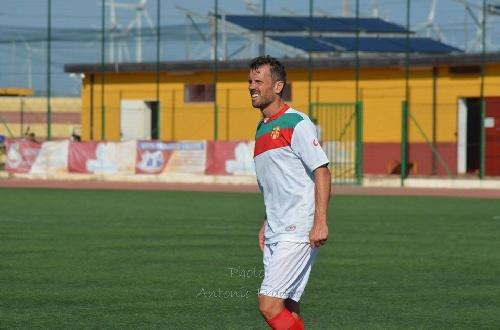 Calcio Serie E - El Isola de Maxi Ginobili derrotó a su exequipo Vigor Lamezia y conserva la punta.