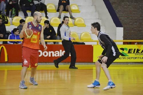 Basquet Bahiense - Bahiense del Norte comenzó con el pie derecho los cuartos de final tras superar 99-96 a Liniers - 14 puntos de Esteban Silva.