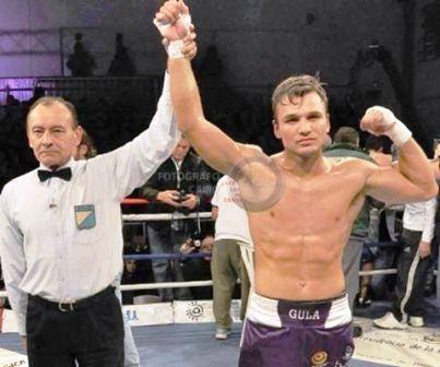 Boxeo - Abel Adriel venció por puntos al uruguayo Chaparro.