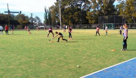 Hockey Femenino - Dio comienzo el Torneo Sub 12 de la Federación.