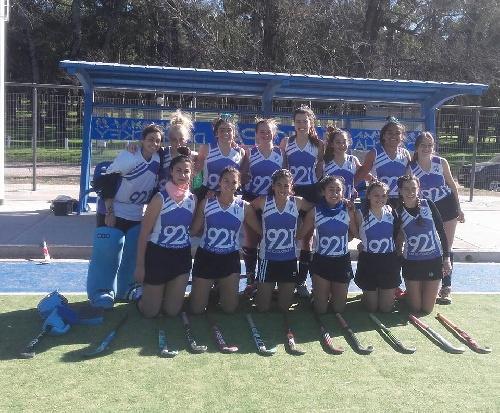Hockey Femenino - Club Sarmiento derrotó a Atlético Ventana en las tres divisionales.