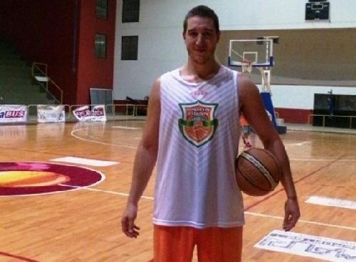 Basquet Tresarroyense - Denis Byscaychipi es el nuevo refuerzo de Deportivo Sarmiento de Coronel Suárez.