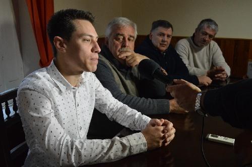 Corvatta presento el nuevo médico para Saavedra y entregó una incubadora para el hospital