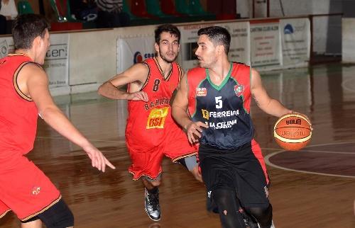 Basquet Bahiense - 14 puntos de Esteban Silva para la victoria de Bahiense.