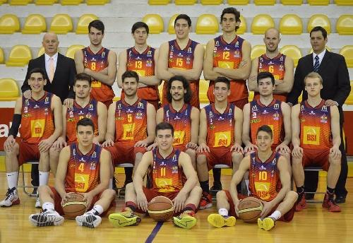 Basquet Bahiense - Aportaron 6 puntos Esteban Silva y Martín Cleppe.