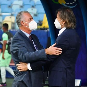 Copa América - El duelo entre las selecciones de Gareca y Alfaro quedo en tablas.