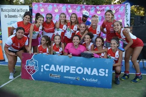 Hockey Femenino - Deportivo Sarmiento de Carhué se quedó con la Copa Love 15.