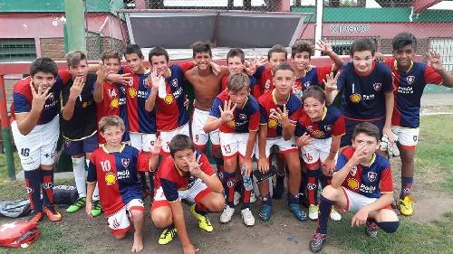 Peñarol debutó con un triunfo en el mundialito suarense - Sarmiento obtuvo un empate y una derrota.