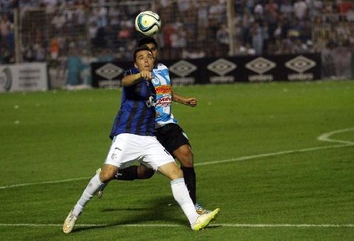 Nacional B . Triunfa Atlético Tucumán con Leo González en cancha y toma la punta.