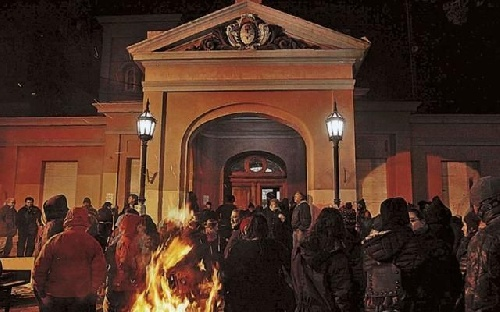 Los jubilados ocuparon la Casa de Gobierno de Santa Cruz