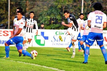 Fútbol Paraguayo - Marcos Litre enfrentó a Olimpia en Asunción.
