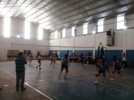 Voley - Club Sarmiento Damas en su vuelta a la actividad venció a Ferroviario Mitre.