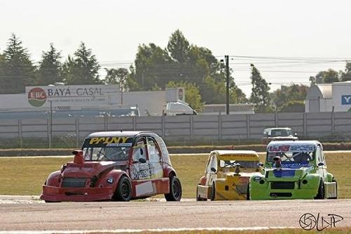 Automovilismo Zonal - La Fórmula 3CV también estuvo presente en el Autódromo local.