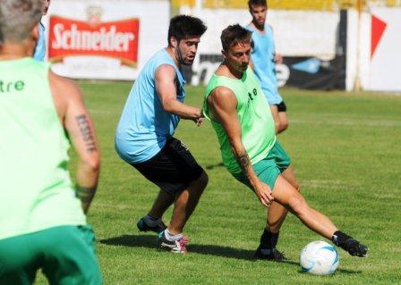 Liga del Sur - Huracán con Eric Verón igualó en amistoso con Villa Mitre.