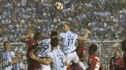 Atlético Tucumán debutó en la Libertadores con un empate como local.
