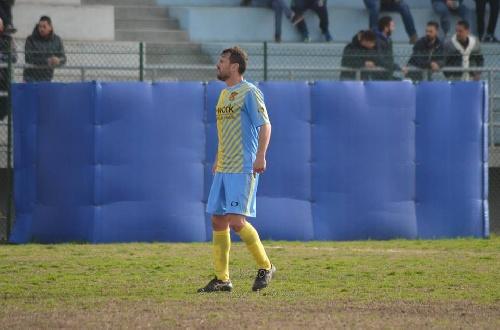 Calcio Serie E. Victoria del Isola Capo Rizzuto ante el Paolana - Maxi Ginóbili titular - El ascenso a un paso.