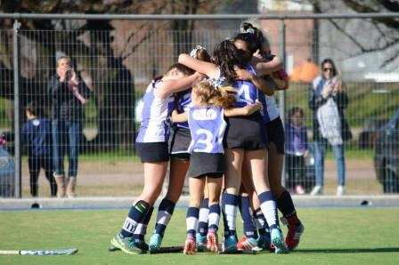 Hockey Femenino - Club Sarmiento en Sub 14 venció a Atlético Ventana.