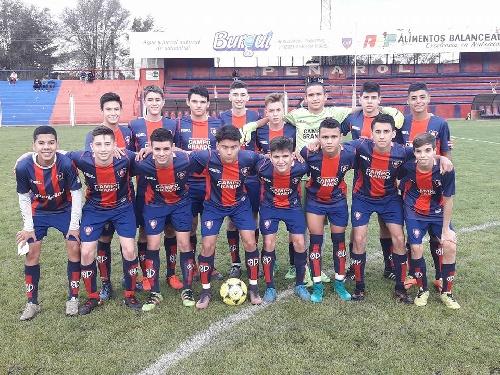 LRF - Inferiores - Peñarol derrotó dos a cero a Unión de Tornquist en 5ta y 7 a 0 en 7ma.