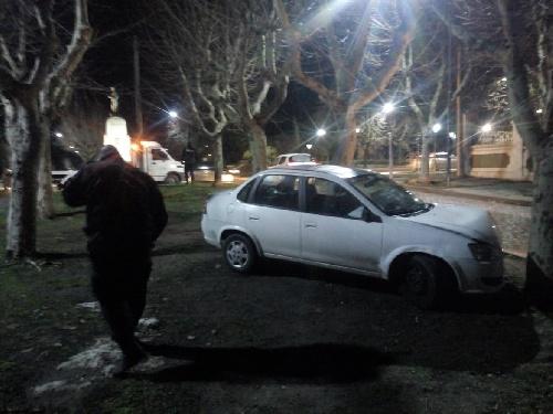 Pigüé: accidentado recorrido y colisión contra un arbol