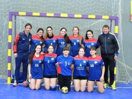 Handball - El Cef 83 tuvo una amplia actividad en Bahía Blanca y Guaminí.