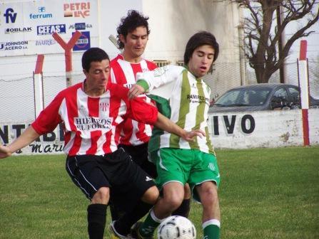 LRF - San Martín de Carhué vs Atlético Huanguelen definen el reclasificatorio.