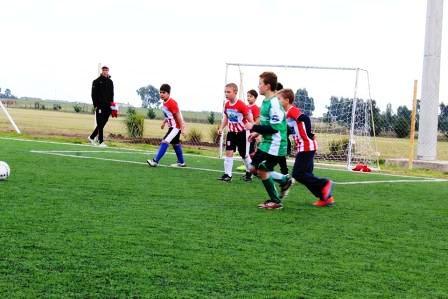 Fútbol Infantil - La escuelita de Unión Pigüé se hizo presente en Tornquist.