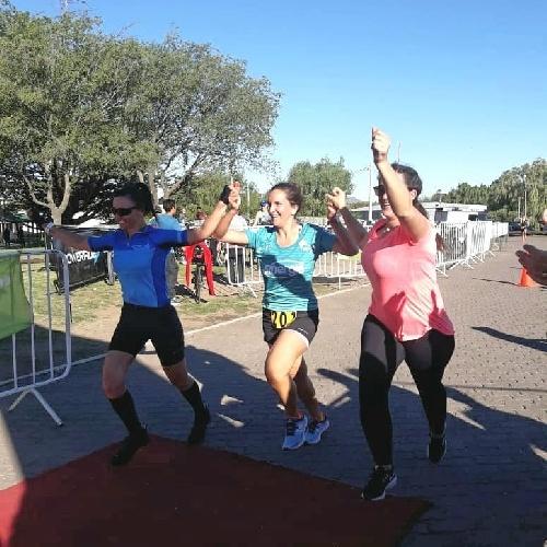 Atletismo - Triatlón Puán -Florencia y Sofía Cuneo con Silvina Olazabal 2das en postas