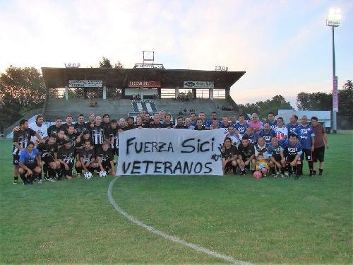 Fútbol del Recuerdo - Derrota de Unión en su presentación ante Blanco y Negro.