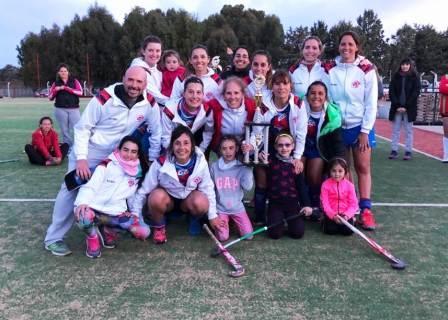 """Hockey Femenino - En """"Mamis"""" el Cef 83 Rojo está en lo mas alto."""